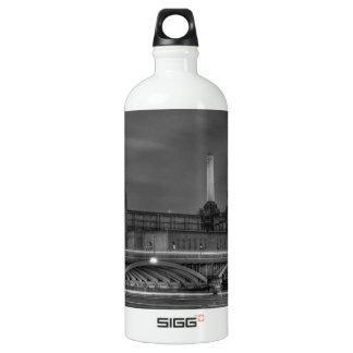 Trains pass Battersea Power Station, London SIGG Traveler 1.0L Water Bottle