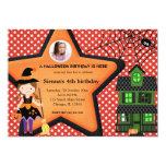 Traje del cumpleaños de Halloween (rojo) Invitación Personalizada