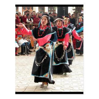 Traje tradicional de los bailarines tibetanos tarjetas postales