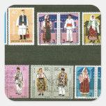 Trajes populares rumanos en sellos calcomania cuadradas personalizada