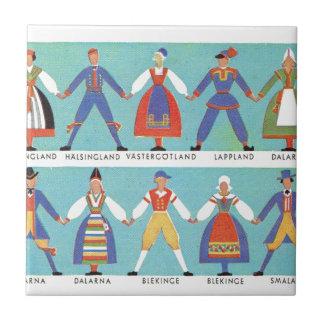Trajes regionales suecos del vintage azulejo cuadrado pequeño