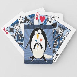 Trama de naipes del pingüino barajas de cartas