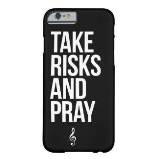 TRAMPA - tome los riesgos y ruegue la caja delgada Funda De iPhone 6 Barely There