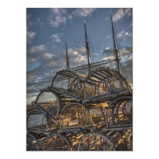 Trampas de la langosta y palos altos de la nave invitaciones personalizada