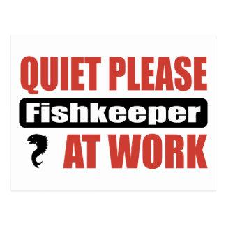 Tranquilidad por favor Fishkeeper en el trabajo Postal