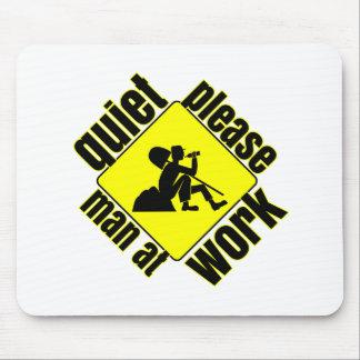 Tranquilidad por favor, hombre en el trabajo mouse pad