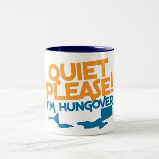 Tranquilidad… soy por favor hungover taza de dos tonos
