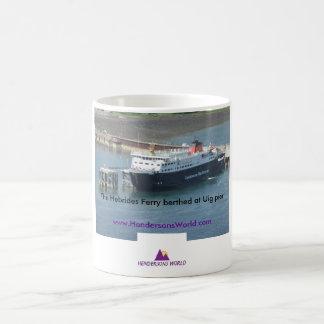 Transbordador de Hebrides en el embarcadero de Uig Taza