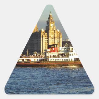 Transbordador de Mersey y costa de Liverpool Pegatina Triangular