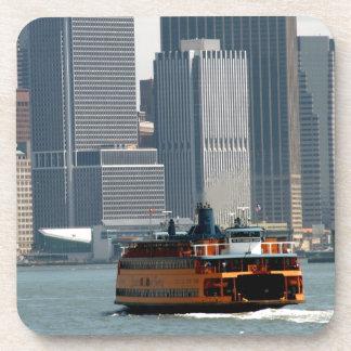 Transbordador de Staten Island que dirige a Posavasos De Bebida