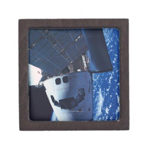 Transbordador espacial atracado 3 caja de joyas de calidad