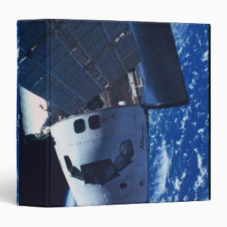 Transbordador espacial atracado 3