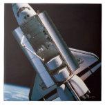 Transbordador espacial con la bahía de cargo abier tejas  cerámicas