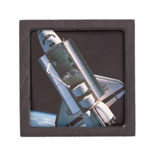 Transbordador espacial con la bahía de cargo abier caja de recuerdo de calidad