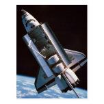Transbordador espacial con la bahía de cargo postal