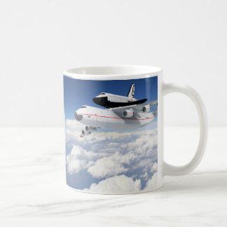 TRANSBORDADOR ESPACIAL DE LA NASA EN B-747 TAZA CLÁSICA