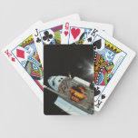 Transbordador espacial en espacio baraja de cartas