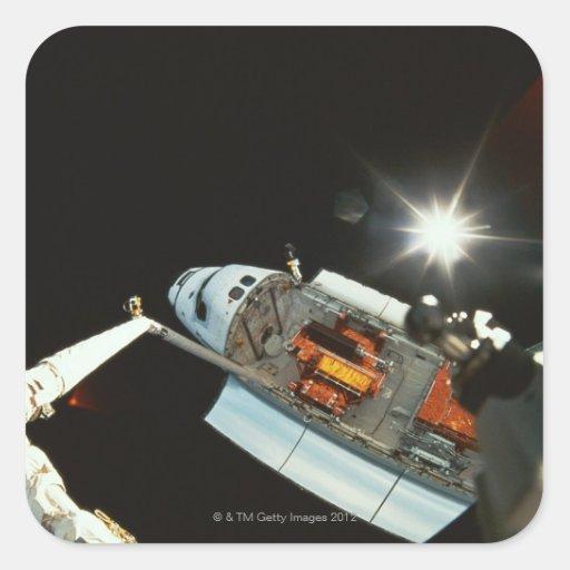 Transbordador espacial en espacio pegatina cuadrada