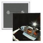 Transbordador espacial en espacio pin cuadrado