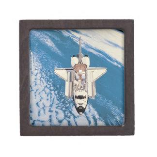 Transbordador espacial en órbita cajas de regalo de calidad
