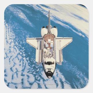Transbordador espacial en órbita pegatina cuadrada