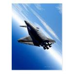 Transbordador espacial futurista tarjeta postal