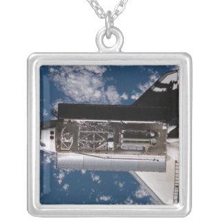 Transbordador espacial la Atlántida 2 Colgante Cuadrado