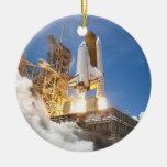 Transbordador espacial la Atlántida que pone en ma Adornos De Navidad