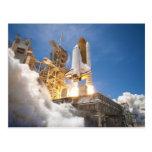 Transbordador espacial la Atlántida que pone en ma Tarjetas Postales