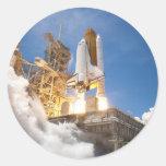 Transbordador espacial la Atlántida que pone en Pegatinas Redondas