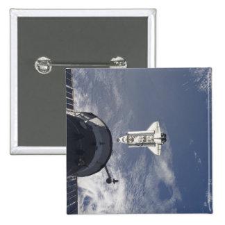 Transbordador espacial la Atlántida y una nave Pin Cuadrado