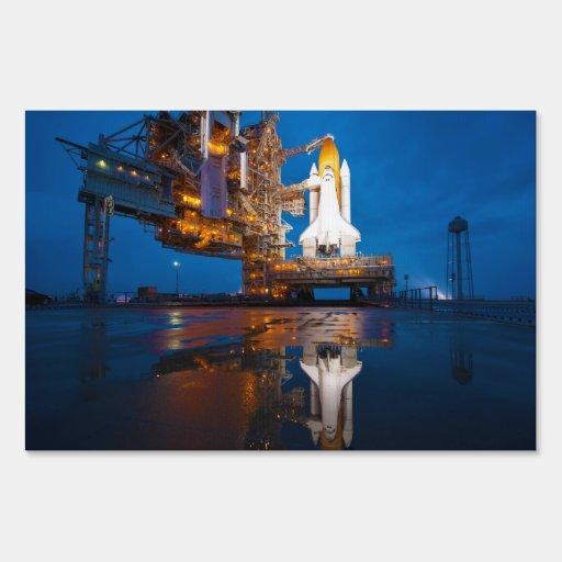 Transbordador espacial listo para el lanzamiento carteles