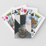 Transbordador espacial que lanza el satélite cartas de juego