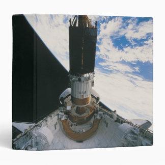 """Transbordador espacial que lanza el satélite carpeta 1 1/2"""""""