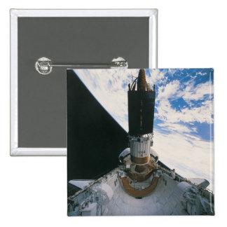 Transbordador espacial que lanza el satélite pin cuadrado