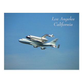 ¡Transbordador espacial sobre la postal de Los