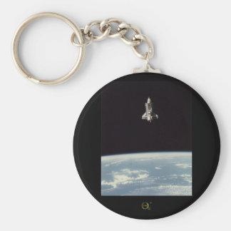 Transbordador espacial sobre la tierra llaveros