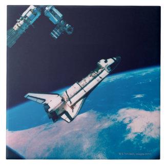 Transbordador espacial y estación en órbita azulejo cerámica