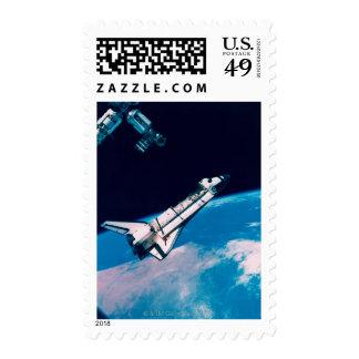 Transbordador espacial y estación en órbita sello