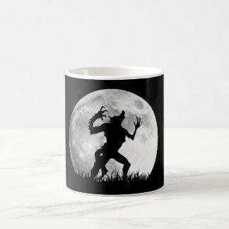 Transformación de la Luna Llena del hombre lobo de Tazas De Café