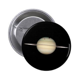 Tránsito cuádruple de la luna de Saturn Pin Redondo De 2 Pulgadas
