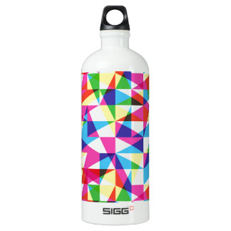 Transparent triangles pattern water bottle