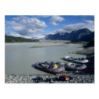 Transportando el río de Alsek en balsa rio abajo Tarjeta Postal