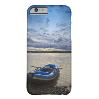 Transportando en balsa en el río de Talkeetna, Funda De iPhone 6 Barely There