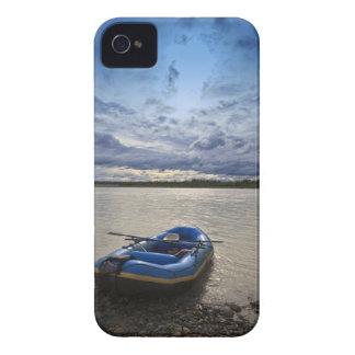 Transportando en balsa en el río de Talkeetna, iPhone 4 Case-Mate Funda
