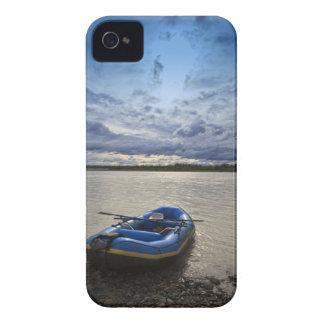Transportando en balsa en el río de Talkeetna, iPhone 4 Fundas