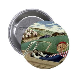 Transporte del vintage, señora en coche chapa redonda 5 cm