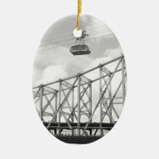 Tranvía de la isla de Roosevelt, NYC, foto análoga Adorno Navideño Ovalado De Cerámica