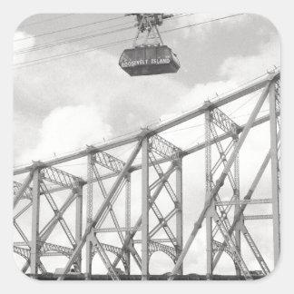 Tranvía de la isla de Roosevelt, NYC, foto análoga Pegatina Cuadrada