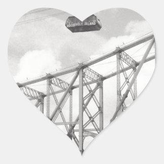 Tranvía de la isla de Roosevelt, NYC, foto análoga Pegatina En Forma De Corazón